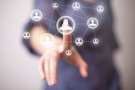 Soziales Netzwerken (Foto: Shutterstock / ra2studio)