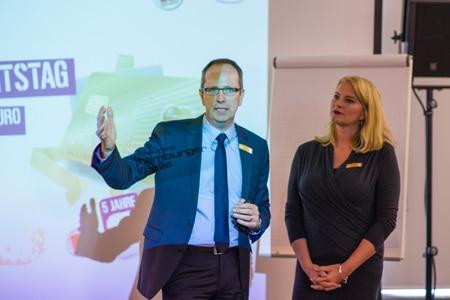 Carsten Gogol und Birgit Hahn bei der Präsentation von more Ideas.
