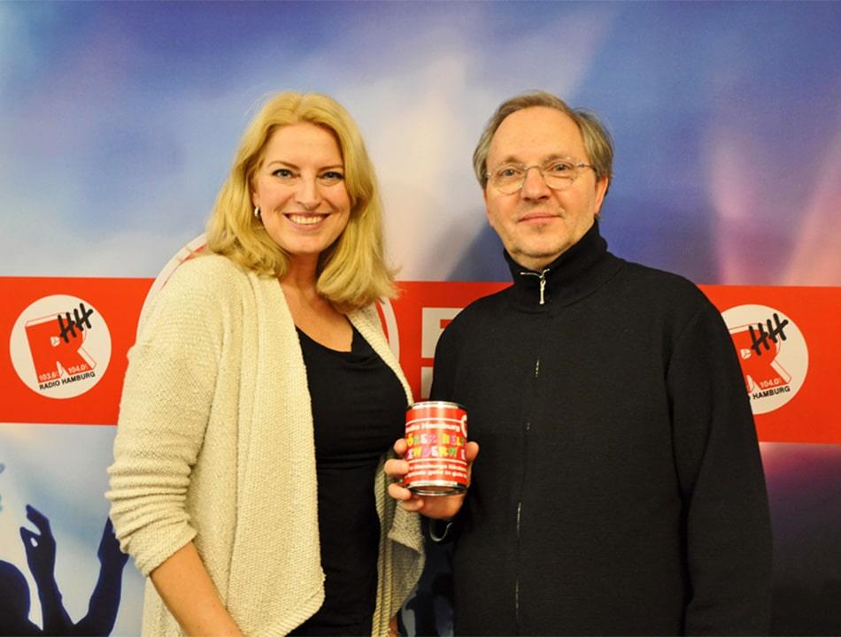 Und auch Comedian Olli Dittrich stattete der Radio Hamburg Morningshow am Mittwoch (21.12) einen Besuch ab, um Hörer helfen Kindern zu unterstützen