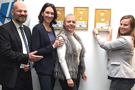 Andreas Hahn-Heinrichs zu Gast im Autohaus Wichert bei Claudia Schweizer, Karolin Birne und Lena Müthel vom Team Marketing Auto Wichert GmbH.