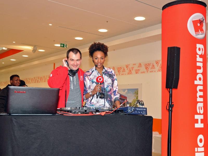 Radio Hamburg war bei der Eröffnung der STADIUM-Filiale im Phoenix Center Harburg live dabei. Foto: Radio Hamburg