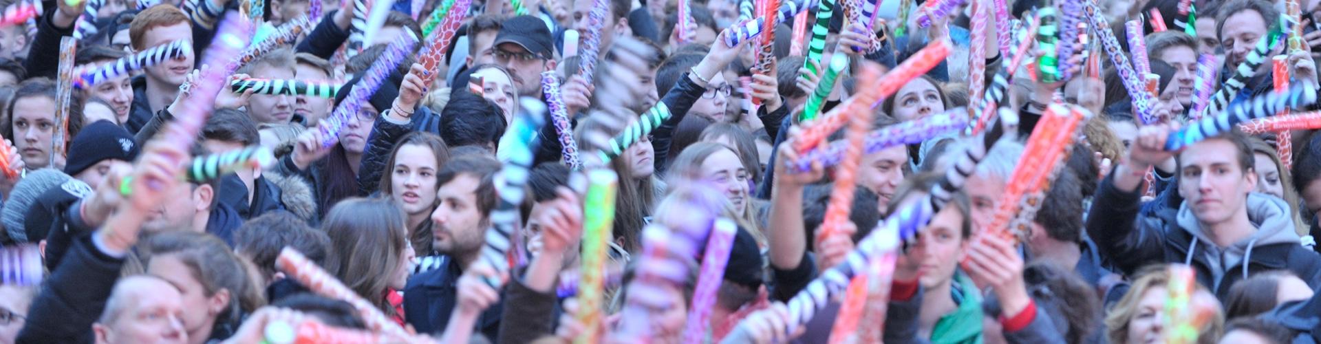 Menschen feiern bei den TOP 800