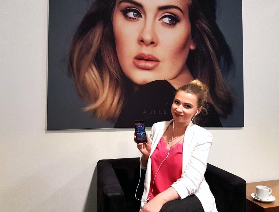 Die Vorteile von Pre-Stream-Ads erklärt Mediaberaterin Kristina Schick. Foto: more Marketing