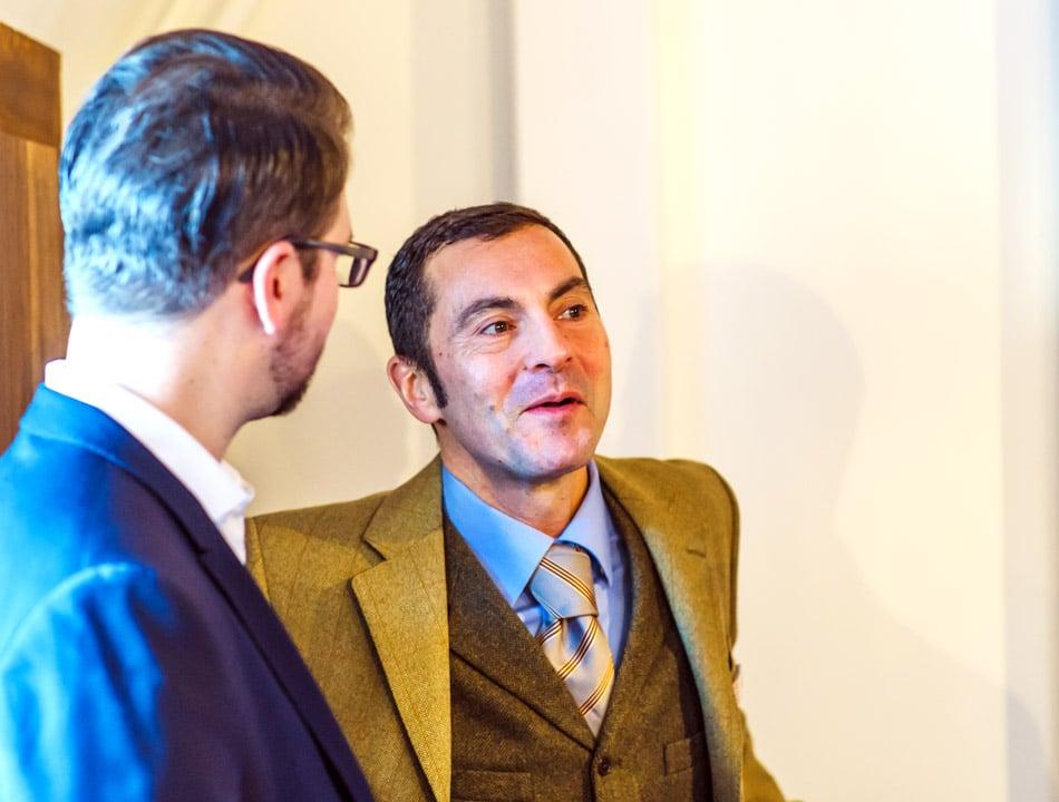 Bassam Darwisch im Gespräch mit Mediaberater Björn Wolf Foto: Mario Sturm / more Marketing