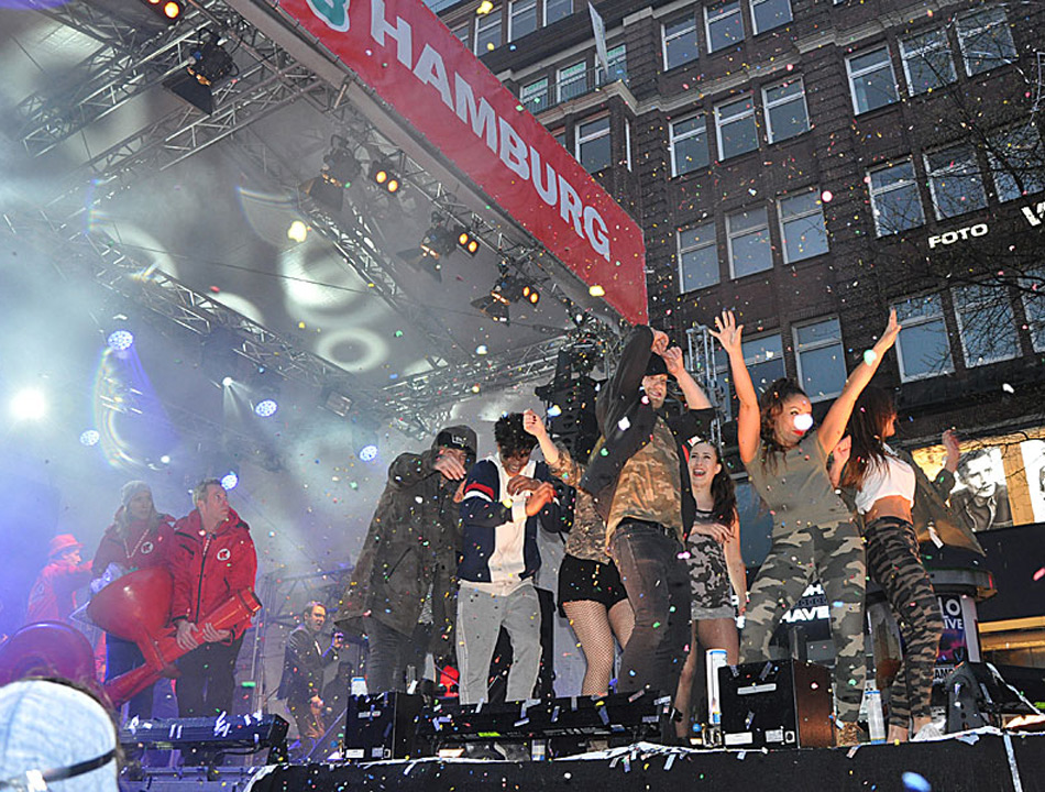 Riesen Party in der Mönckebergstraße: die Radio Hamburg TOP 828
