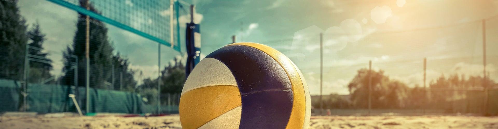 Laura Ludwig und Kira Walkenhorst wollen gemeinsam mit Radio Hamburg und Bridgestone den Weltrekord für das größte Beachvolleyballtraining aller Zeiten aufstellen. Foto: Shutterstock
