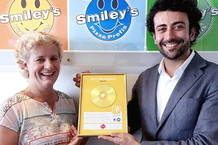 Andrea Schemion (Smiley's Franchise GmbH) und Payam Mousavi (more Marketing) Foto: more Marketing