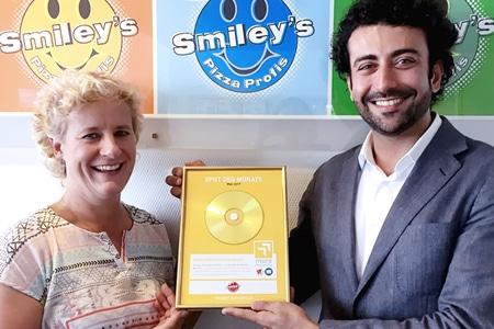 Andrea Schemion (Smiley's Franchise GmbH) und Payam Mousavi (more Marketing) Foto: more Marketing