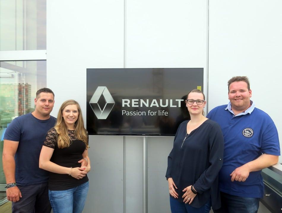 Diese Gewinner durften mit dem Renault Zoe von Hamburg nach Berlin fahren. Foto: more Marketing